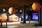 Mars und Venus - plakatgroß bilden die Fotos Details der Planetenoberflächen ab