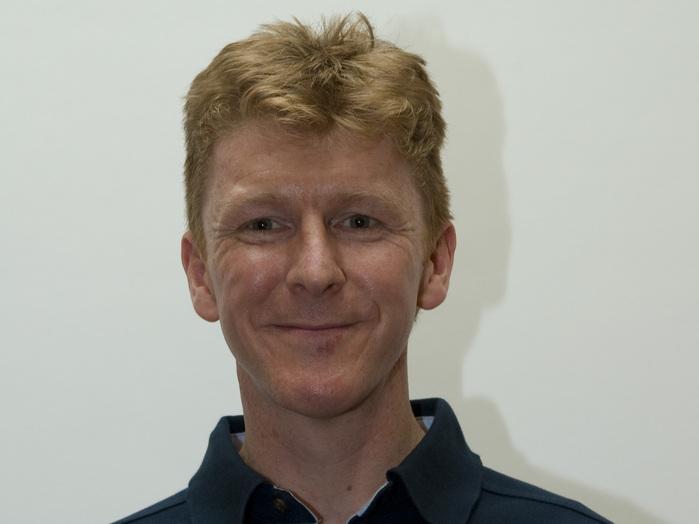 Timothy Peake wurde 1972 in Chichester, Vereinigtes Königreich, geboren. Er erhielt einen Abschluss in Flugdynamik und eine umfassende Ausbildung zum Testpiloten an der britischen Empire Test Pilot School. Peake ist als Testpilot bei den Streitkräften des Vereinigten Königreichs tätig. Seine Hobbys sind Geländelauf, Klettern und Höhlenforschung.