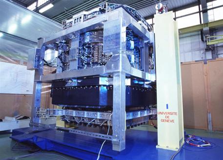 Das AMS wird Antimaterie mit hoher Präzision nachweisen können. Es soll 2010 auf der Internationalen Raumstation ISS angebracht werden.
