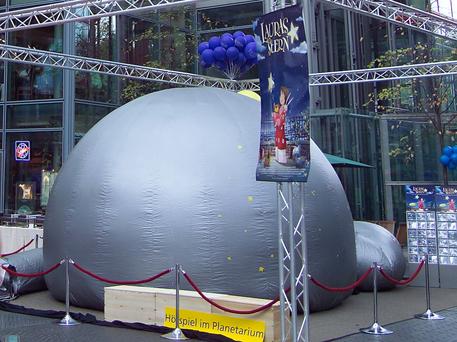 Auch im Sony-Center in Berlin war das Mobilplanetarium aus Zeulenroda bereits zu Gast.