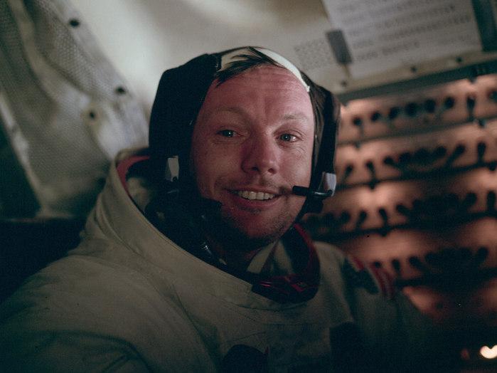 20. Juli 1969: Zurück in der Mondlandefähre machte Edwin Aldrin dieses Foto von seinem Kommandanten. Es ist dies das dritte Foto, das auf der Mondoberfläche von Neil Armstrong entstand.
