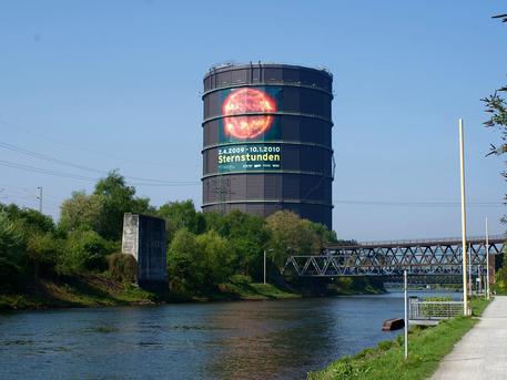 Der Gasometer Oberhausen: Der ehemalige Gasbehälter von 1929 dient seit 1994 als Ausstellungshalle.