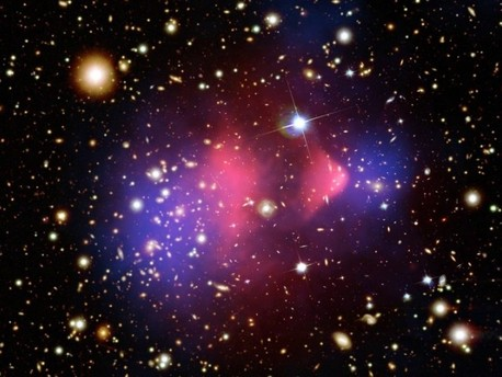Die Aufnahme zeigt eine Komposition aus sichtbarem Licht und Röntgenstrahlung und wurde mit dem Röntgentelskop Chandra aufgenommen.