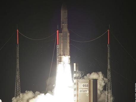 """Am 22. August 2009, ist um 00.09 Uhr Mitteleuropäischer Sommerzeit (Freitag, 21. August 2009, 19.09 Uhr Ortszeit) die europäische Trägerrakete Ariane 5 vom Weltraum-Bahnhof Kourou in Französisch-Guyana gestartet. An Bord waren zwei kommerzielle Kommunikations-Satelliten aus Japan """"JCSAT-12"""" und Australien """"Optus D3""""."""