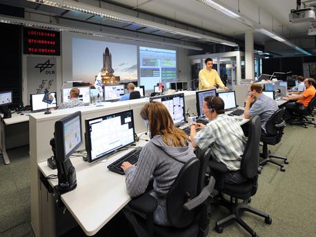 Die Messdaten des DOSIS-Experiments werden in monatlichen Intervallen zum Microgravity User Support Center (MUSC) des DLR in Köln übertragen.