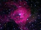 Bei einer Supernova-Explosion werden schwere Elemente erzeugt und der interstellare Raum damit angereichert.