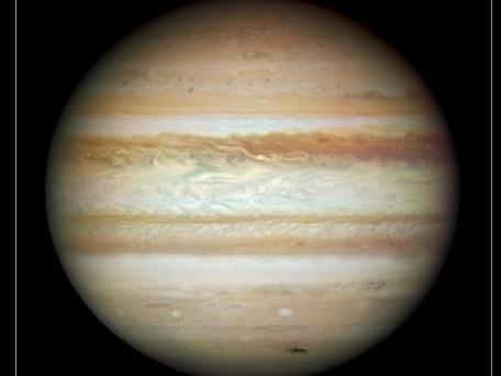 Ein aktuelles Hubble-Bild des Gasriesen Jupiter: Auf der Südhalbkugel ist noch die hässliche Narbe zu sehen, die von der Kollision mit einem Kometen übrig blieb.