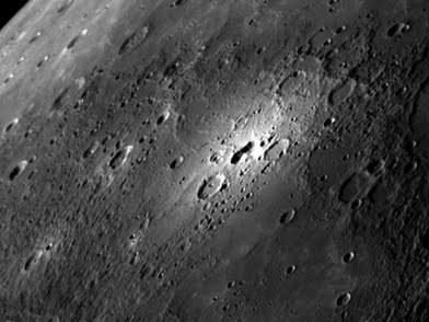 """Noch immer rätseln die Wissenschaftler, um was es sich bei Merkurs """"bright spot"""" handelt."""