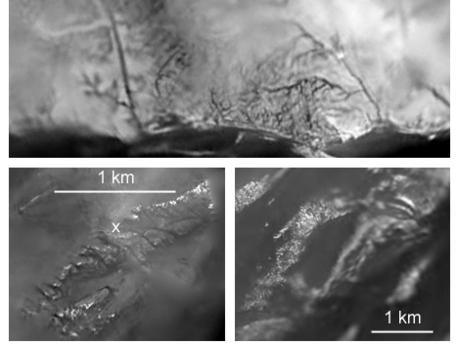 Este compuesto de imágenes de Huygens DISR muestra los patrones de drenaje, el flujo y la erosión en el sitio de la región de aterrizaje de Huygens.  El panel superior muestra dos tipos de redes de drenaje en la región brillante de unos 5-10 kilómetros al norte del sitio de aterrizaje. La parte inferior del panel a la izquierda es una vista en alta resolución de los canales de erosión en todo el sitio de aterrizaje. El panel inferior derecho es un medio de resolución de vista de las cordilleras brillantes de pie encima de las llanuras oscuras talladas por las corrientes de superficie.