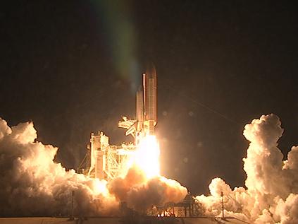 """Raumfähre Endeavour startet erfolgreich am 8. Februar 2010 um 10.14 Uhr Mitteleuropäischer Zeit vom Weltraumbahnhof Cape Canaveral (Florida). Mit der Shuttle Mission STS-130 bringen die sechs Astronauten die Beobachtungskuppel """"Cupola"""" und den Verbindungsknoten """"Tranquility"""" zur Internationalen Raumstation ISS."""