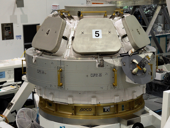 Am 31. August 2009 montierten ESA-Wissenschaftler die Beobachtungskuppel für den Transport zur Internationalen Raumstation ISS an den Tranquility-Verbindungsknoten. Hinter den Metallklappen verbergen sich sechs horizontal montierte Fenster.  Cupola wird auf der ISS unter anderem zu Beobachtungszwecken, zur Steuerung des Roboterarms und als Ruheraum für die Astronauten eingesetzt.