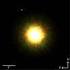 Nahinfrarotaufnahme von 1RXS J160929.1-210i24 und seinem möglichen planetaren Begleiter (oben links). Die Aufnahme entstand mit dem adaptiven optischen System Gemini Altair und dem Near-Infrared Imager (NIRI) am Gemini-Nord-Teleskop, Hawaii, USA.