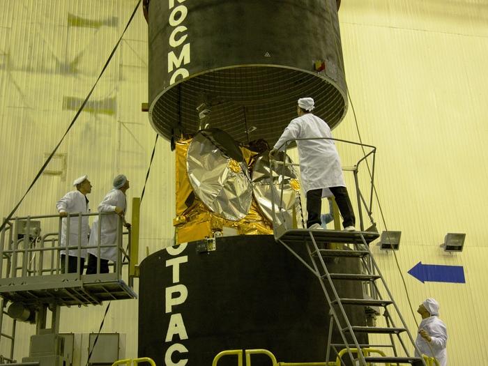 Aspecto final del satélite CryoSat de la ESA-2, antes de desaparece dentro de la cabeza del módulo espacial Dnepr, el 10 de febrero.
