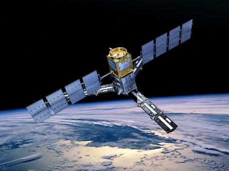 La misión SMOS hará observaciones globales de humedad del suelo en masas de la Tierra y la salinidad en los océanos.