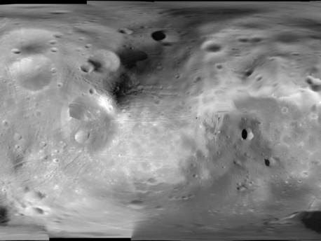 Esta imagen de mosaico está compuesto por 53 fotografías obtenidas por el SRC, a bordo de Mars Express de la ESA. Las imágenes SRC cubría el 70% de la superficie de la luna. El área restante está formado por 16 imágenes previamente obtenidas por la misión Viking de la NASA. El promedio de resolución es de 12 m / píxel.