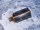 El techo de Cryosat está formado por paneles solares firmemente fijos al cuerpo del satélite, diseñado para suministrar energía adecuada en todas las condiciones orbitales.