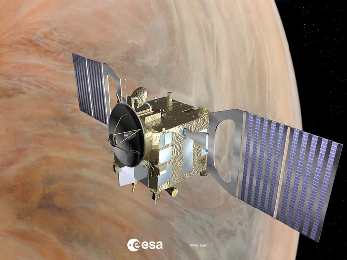 Venus Express tiene dos paneles de células solares por ala que comprende alternando hileras de células de triple unión estándar solares, así como espejos de alta reflectividad para reducir las temperaturas de operación. Hay el doble de luz solar en la órbita de Venus, ya que está en órbita Earthis, además de aportes adicionales térmica de la superficie y la atmósfera de Venus - 75% de la luz solar se refleja a partir de ella. En algunos casos, esto da lugar a que Venus Express reciba un equivalente de la potencia térmica de 3,5 soles.