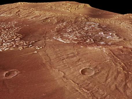 Im Südwesten der Vulkanregion Tharsis auf dem Mars befindet sich der etwa hundert Kilometer große Einschlagkrater Magelhaens, der nach dem portugiesischen Seefahrer und Entdecker Ferdinand Magellan (1480 bis 1521) in dessen Landessprache benannt ist. Die vom Deutschen Zentrum für Luft- und Raumfahrt (DLR) betriebene hochauflösende Stereokamera HRSC an Bord der ESA-Raumsonde Mars Express fotografierte am Südrand des Magelhaens-Kraters ungewöhnliche Strukturen, deren Entstehungsprozess nicht vollständig geklärt ist.