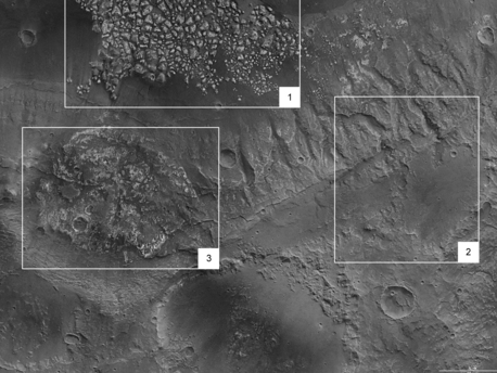 Etwa in der Bildmitte befindet sich ein kaum zerbrochenes, wenig gestörtes Plateau (Bildausschnitt 3). Möglicherweise handelt es sich um das gleiche helle Material welches im Westen stark zerbrochen ansteht (siehe Bildausschnitt 1). Das Gebiet erscheint auffallend flach. Die Existenz feinster, von Südwesten nach Nordosten verlaufender Staubfahnen könnte auf eine ausgeprägte Winderosion hindeuten. Auch auf der Erde werden in bestimmten Gebieten Gesteinsoberflächen durch so genannte Abrasion, dem Abschleifen der Oberfläche durch Wind und Staub, glatt poliert. Doch auch hier könnte es sich genauso um Ablagerungsprozesse handeln, bei denen Wasser eine Rolle spielte.