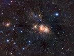 Cette région de formation d'étoiles, connue sous le nom de Monoceros R2, est enfouie dans un gigantesque nuage sombre. Elle est pratiquement entièrement voilée par de la poussière interstellaire quand on la regarde en lumière visible, mais elle est spectaculaire dans l'infrarouge.