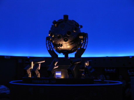 Der Zeiss-Planetariumsprojektor ZMP Starmaster im Planetarium Freiburg.