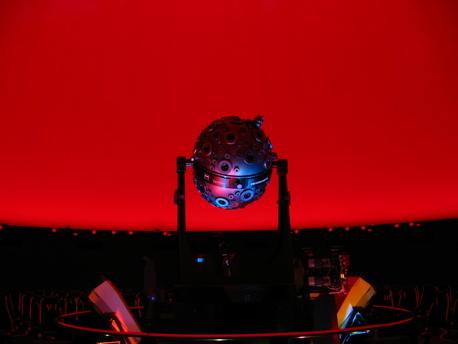 Der Zeiss-Projektor Modell IX Universarium im Mannheimer Planetarium.