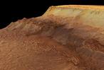 Dieses Bild, das mit der vom Deutschen Zentrum für Luft- und Raumfahrt (DLR) betriebenen Stereokamera HRSC auf der ESA-Sonde Mars Express aufgenommen wurde, zeigt einen Ausschnitt der nördlichen Abbruchkante von Ius Chasma, entlang der es zu Hangrutschungen kam.
