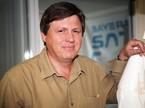 Professor Ulrich Walter neben einem Ariane-V-Modell nach dem Interview mit Redshift-live.com