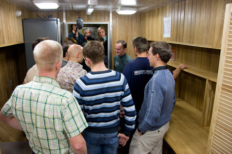 Die Kandidaten der 105-tägigen Studie besuchten auch die Anlage der für 2009 geplanten Studie Mars500.