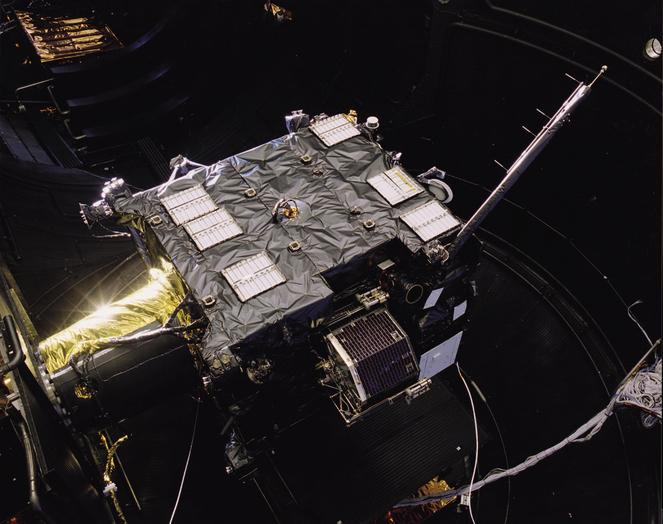 Die Sonde Rosetta wird vor ihrem Start im Raumsimulator getestet.