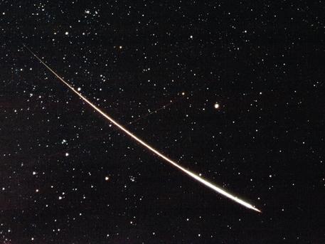 Sternschnuppen leuchten unvermittelt auf.