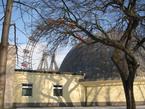 Das Planetarium im Wiener Prater befindet sich direkt neben dem weltbekannten Riesenrad.