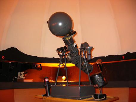 Der Projektor E 5 des japanischen Herstellers GOTO im Planetarium der Reutlinger Sternwarte.