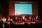 Die Präsidentin der Internationalen Astronomischen Union, Catherine Cesarsky (am Rednerpult) und andere Honoratioren bei der Eröffnung des IYA 2009 vor 900 geladenen Gästen in Paris.