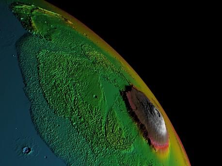 Erst die so genannte Falschfarben-Darstellung macht deutlich, wie hoch sich der Olympus Mons über die Marsoberfläche erhebt.
