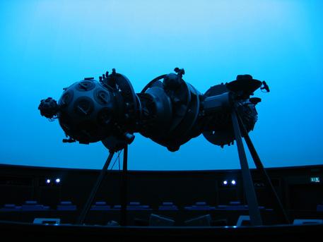 Der Zeiss-Projektor Modell V S des Planetariums in Luzern.