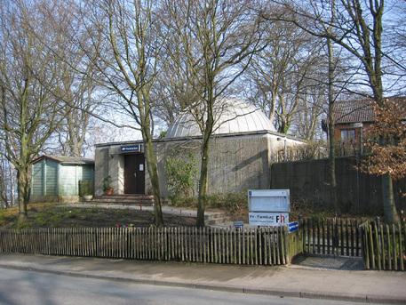 Das Glücksburger Planetarium befindet sich auf einem Hügel an der Flensburger Förde.