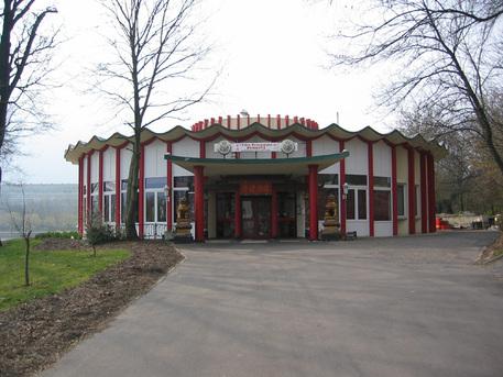 Ein Planetarium ist gewiss das letzte, das man in einem solchen Gebäude vermuten würde. In Merseburg ist man jedoch genau richtig.
