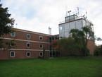 In diesem Gebäude der FH Oldenburg/Ostfriesland/Wilhelmshaven in Elsfleth befindet sich das Planetarium.