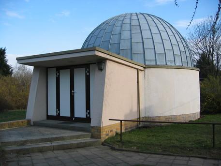 """Das Planetarium und die Sternwarte Eilenburg gehören zum kommunalen Eigenbetrieb """"Kultur- und Bildungseinrichtungen des Landkreises Delitzsch""""."""
