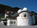 Eines von aktuell fünf Planetarien Österreichs ist jenes der Sternwarte in Königsleiten im Bundesland Salzburg. Es befindet sich auf 1600 Metern Höhe und ist damit das am höchsten gelegene Planetarium im deutschsprachigen Raum.