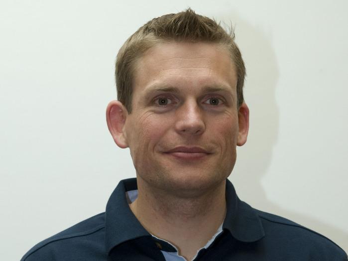 Andreas Mogensen wurde 1976 in Kopenhagen, Dänemark, geboren. Er erhielt einen Master in Ingenieurwesen des Imperial College, London, Vereinigtes Königreich, und promovierte in Ingenieurwesen an der University of Texas in Austin, USA. Er arbeitet als Ingenieur für Lage- und Bahnregelung sowie für Lenkung, Navigation und Steuerung bei HE Space Operations. Seine Hobbys sind Rugby, Bergsteigen und Tauchen.