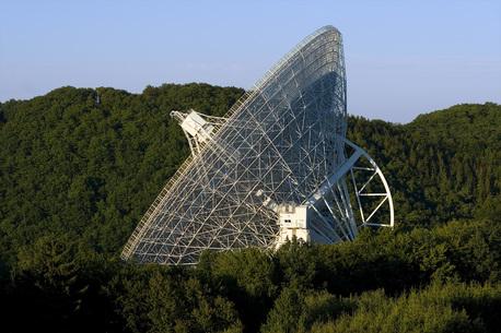 Die 100-Meter-Schüssel des Radioteleskops in Effelsberg