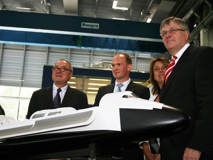 Gemeinsam haben sie Großes vor: ESA-Generalsekretär Jean-Jacques Dordain, Alexander Gerst, Simonetta di Pippo, ESA-Direktorin für bemannte Raumfahrt, und Staatssekretär Peter Hintze (von links).