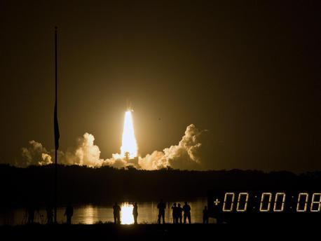 Start des Space Shuttle Discovery (STS-128) am 29. August 2009, 05.59 Uhr MESZ (28. August 2009, 23.59 Uhr Ortszeit) von Cape Canaveral in Florida.