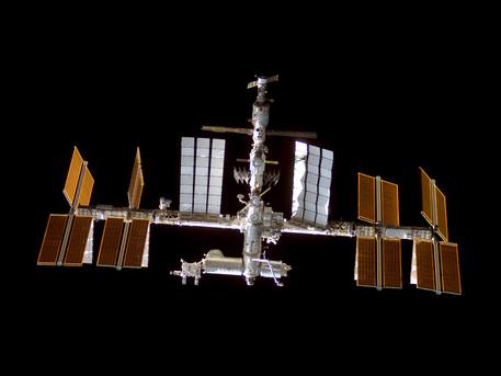 """Das Spaceshuttle """"Discovery"""" dockte, im Rahmen der STS-128 Mission, am 30. August 2009 an die Internationale Raumstation ISS an."""