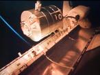 """Mit dem MPLM (Multi-Purpose Logistics Module) """"Leonardo"""" wurde auf der STS-128 Mission ein Großteil der Fracht und wissenschaftlichen Experimente an Bord der ISS gebracht. """"Leonardo"""" wurde mithilfe des Canadarm2 entladen und an den """"Harmony-Knoten"""" angeschlossen."""