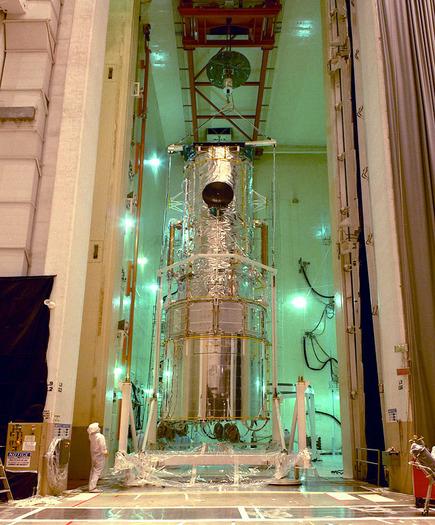 Das Hubble-Weltraumteleskop vor seinem Start im Kennedy Space Center