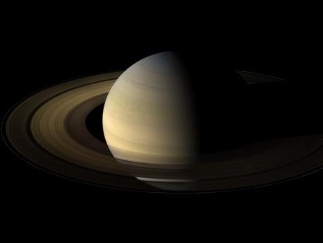 Blick von Cassini auf die Ringe des Saturn. Das Bild entstand am 12. August 2009, etwa 1,25 Tage nach dem Äquinoktium des Ringplaneten.