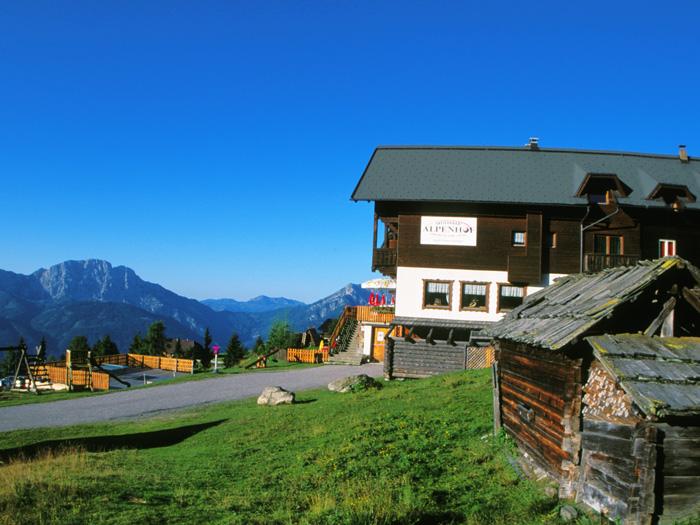 Der Alpengasthof Sattlegger auf der Emberger Alm in Österreich